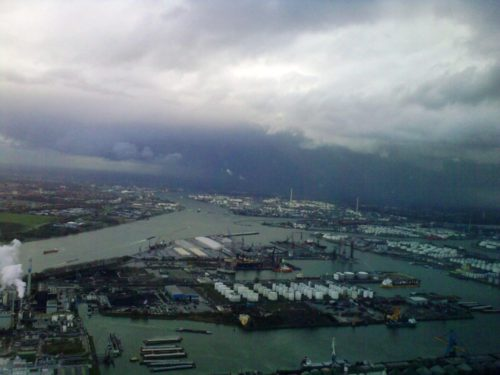 Weesomstandigheden - onweer boven Rotterdam - Lion Air