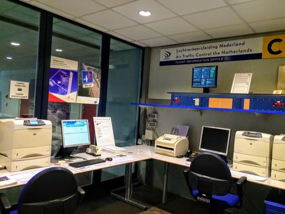 Briefingruimte KNMI en LVNL op Rotterdam The Hague Airport, hier beginnen alle vlieglessen.