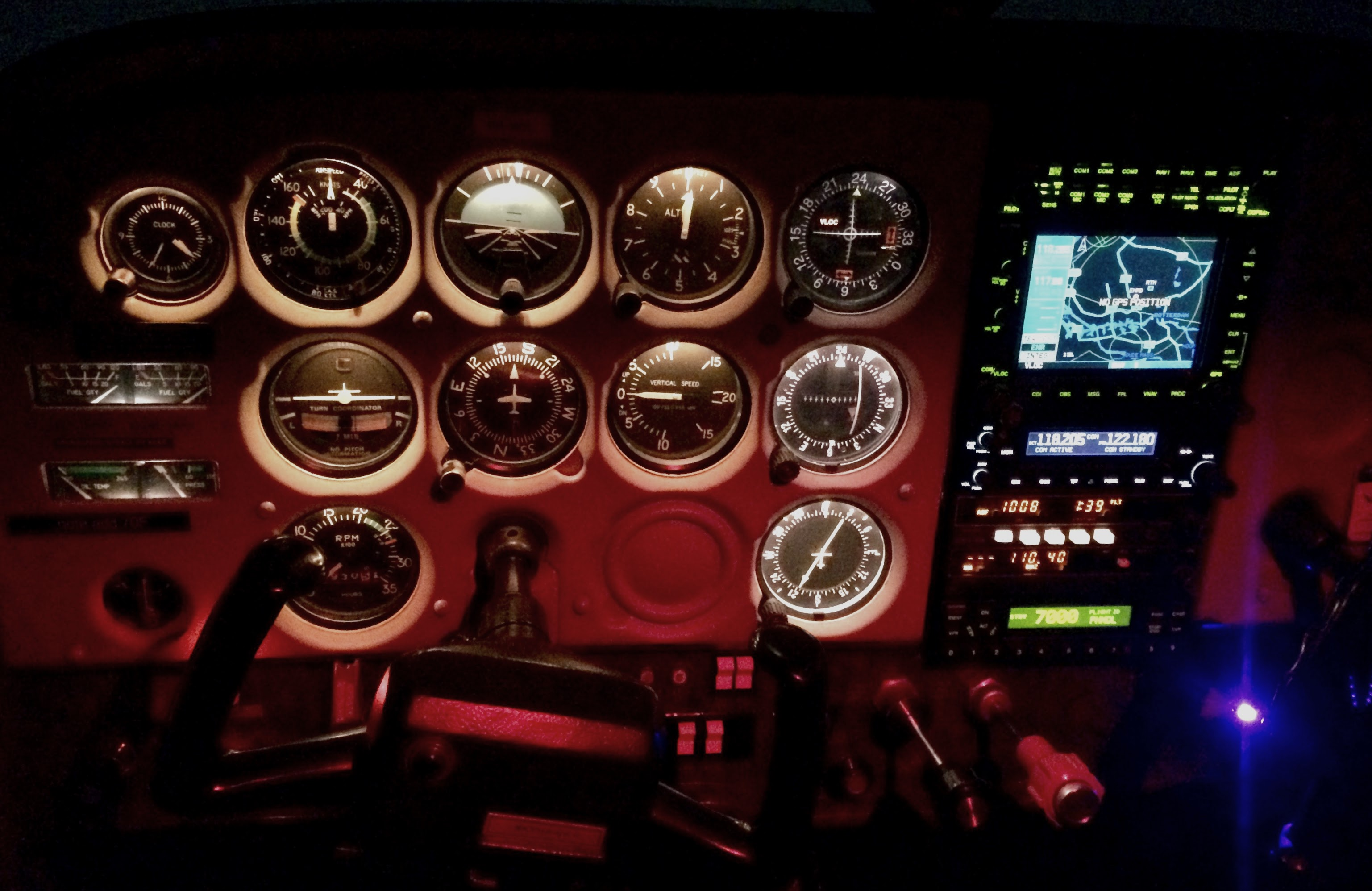 dark cockpit Cessna 172N Lion Air - VFR Night