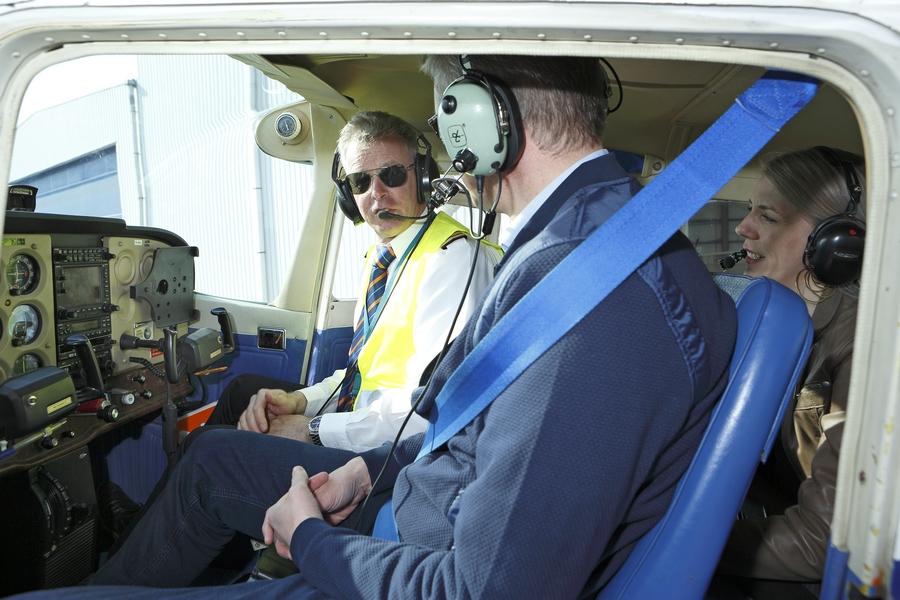 proefles briefing in het vliegtuig